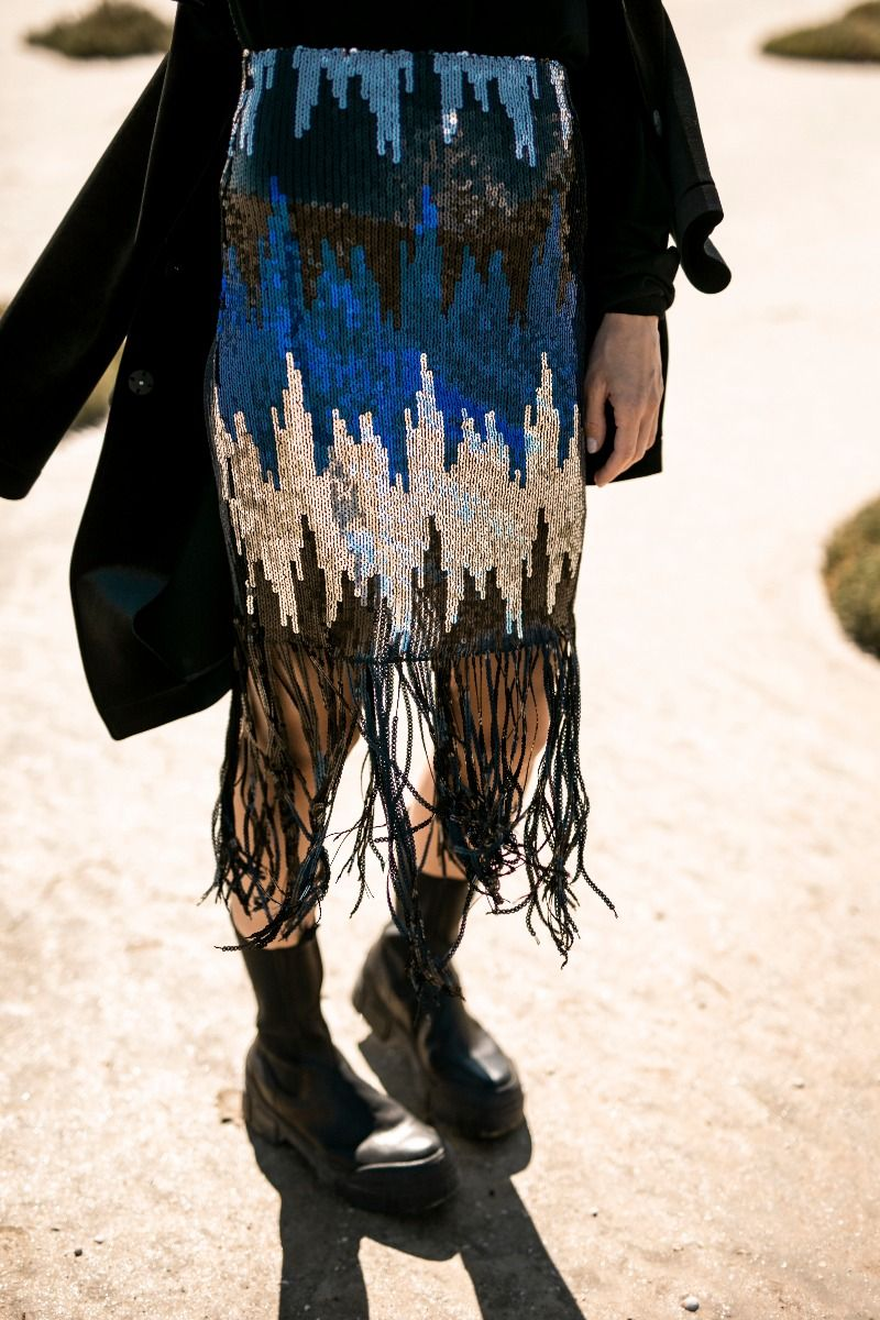 Skirt in sequins with fringes