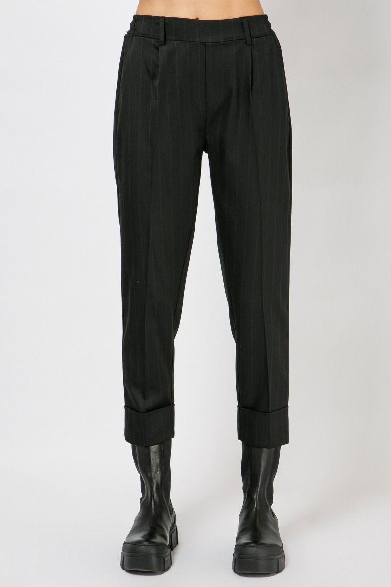 Παντελόνι με ρεβέρ και πιέτες