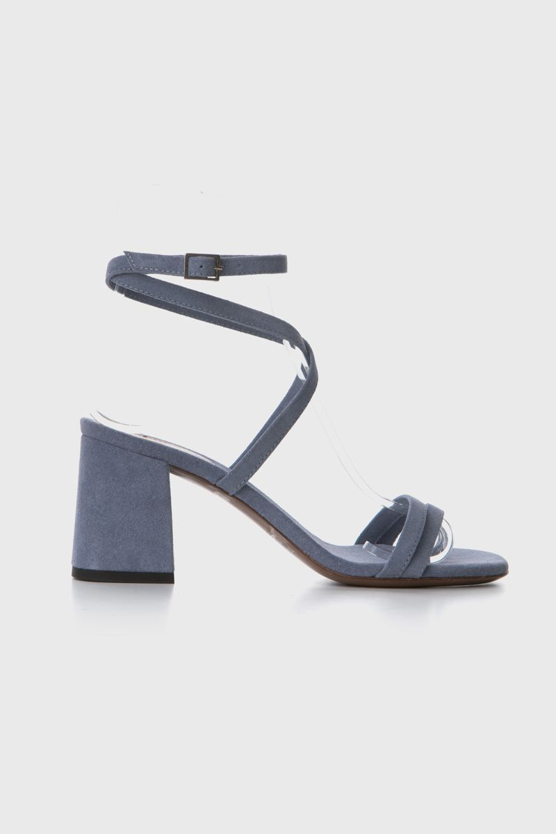 Sandals with crossover straps