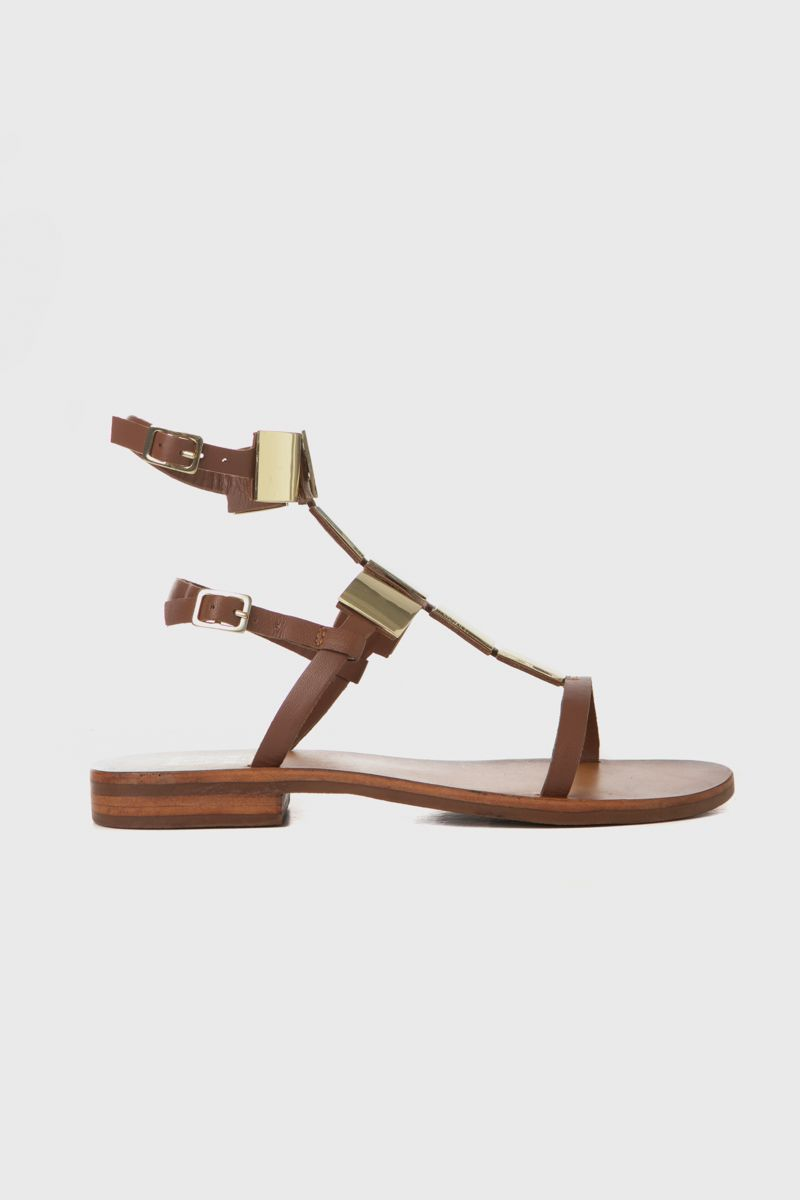Flat sandals with gold- metal accessories