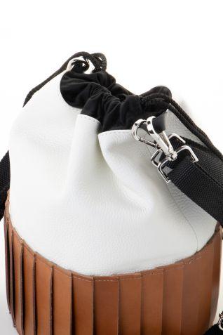 """Δερμάτινη τσάντα σε σχήμα """"κουβά"""""""