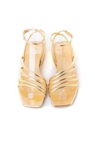 Flat χρυσά σανδάλια με λουράκια