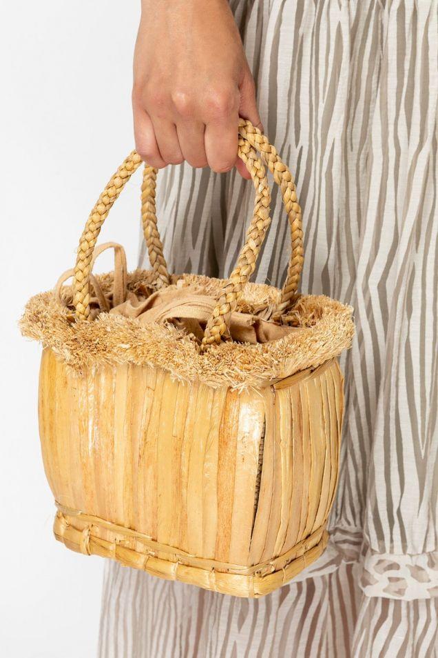 Μικρή ψάθινη τσάντα