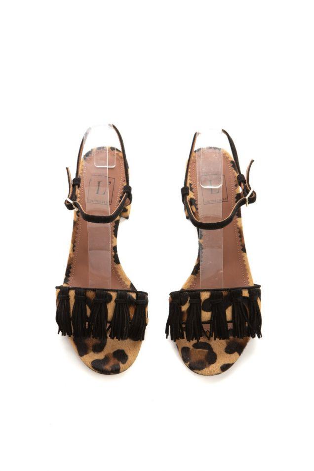 Πέδιλα από pony skin leopard, διακοσμημένα με φούντες