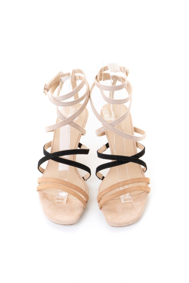 Sandals with strips