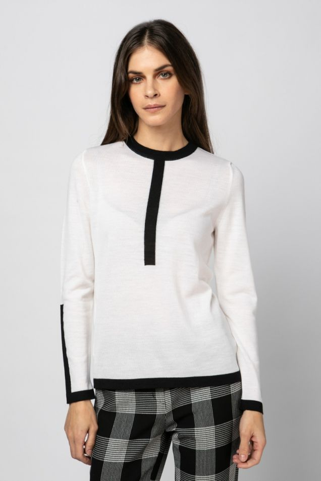 Knit blouse in black and white