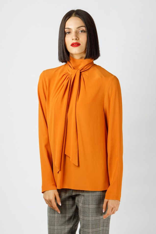 Pussy- bow blouse in crepe