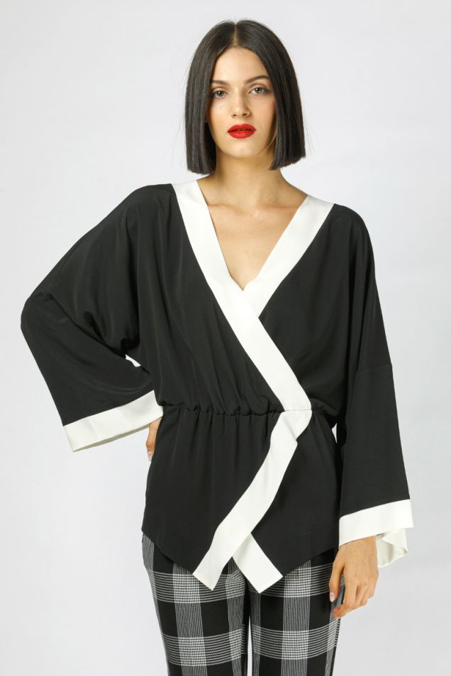 Black and white blouse in crepe