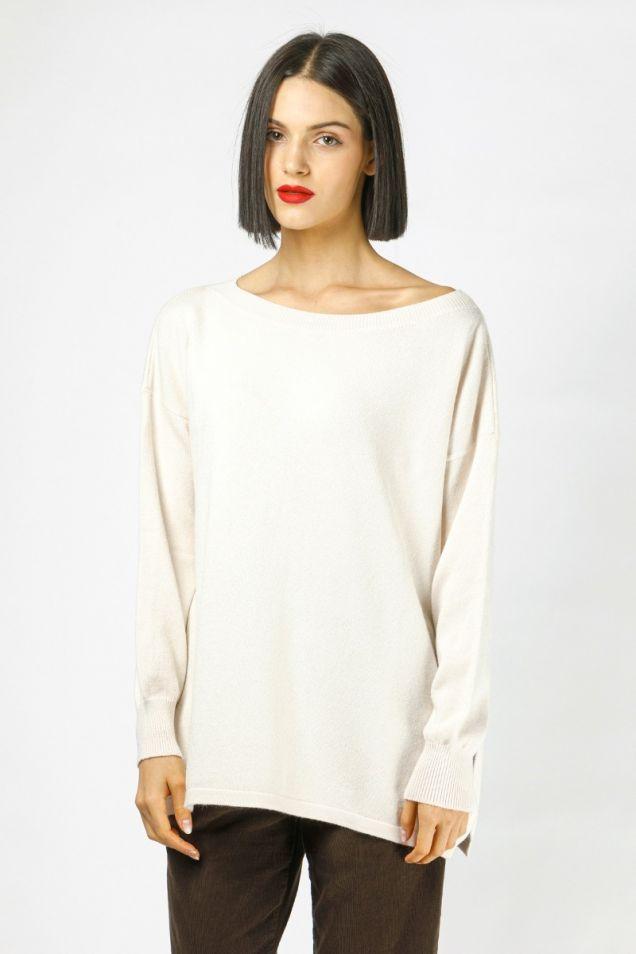 Sweater in vanilla color