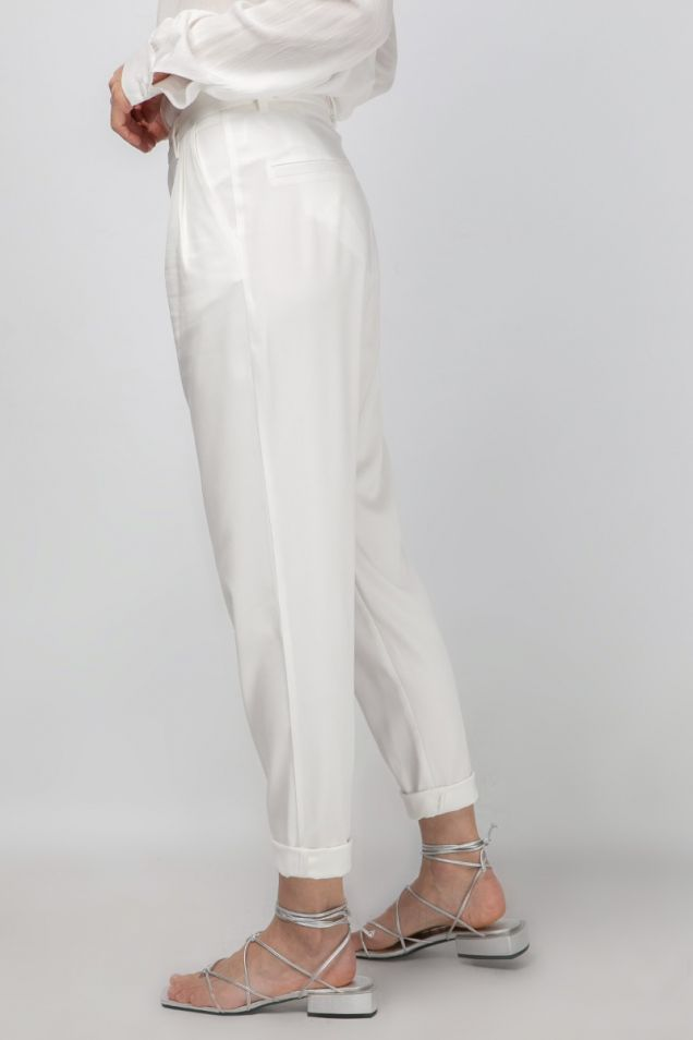 Pleated white pants