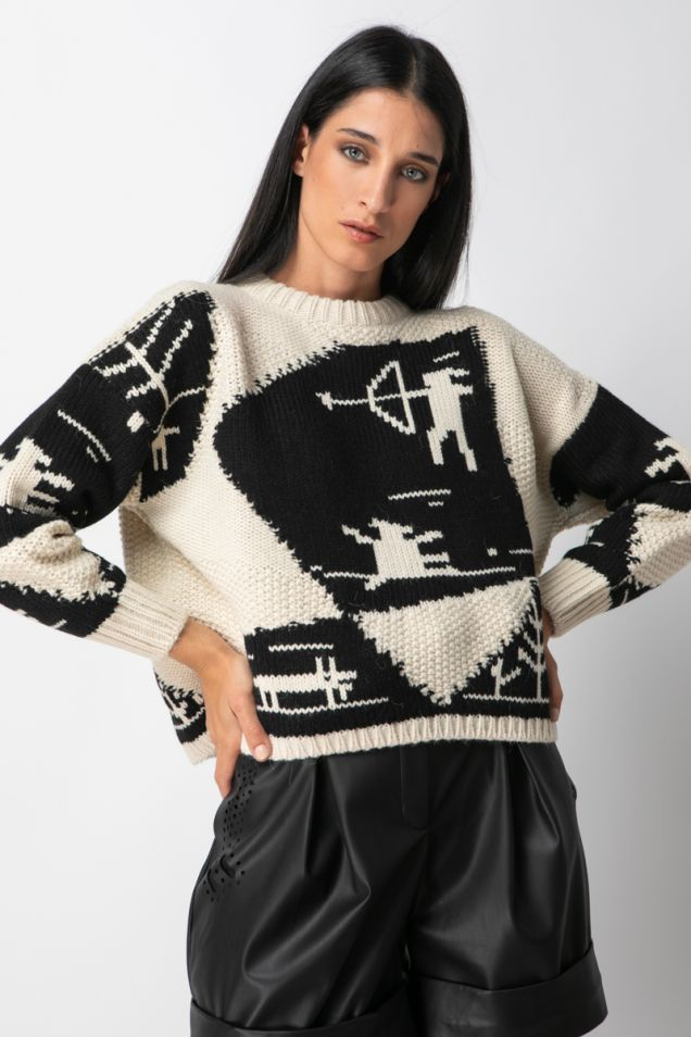 Crew- neck sweater with patterns