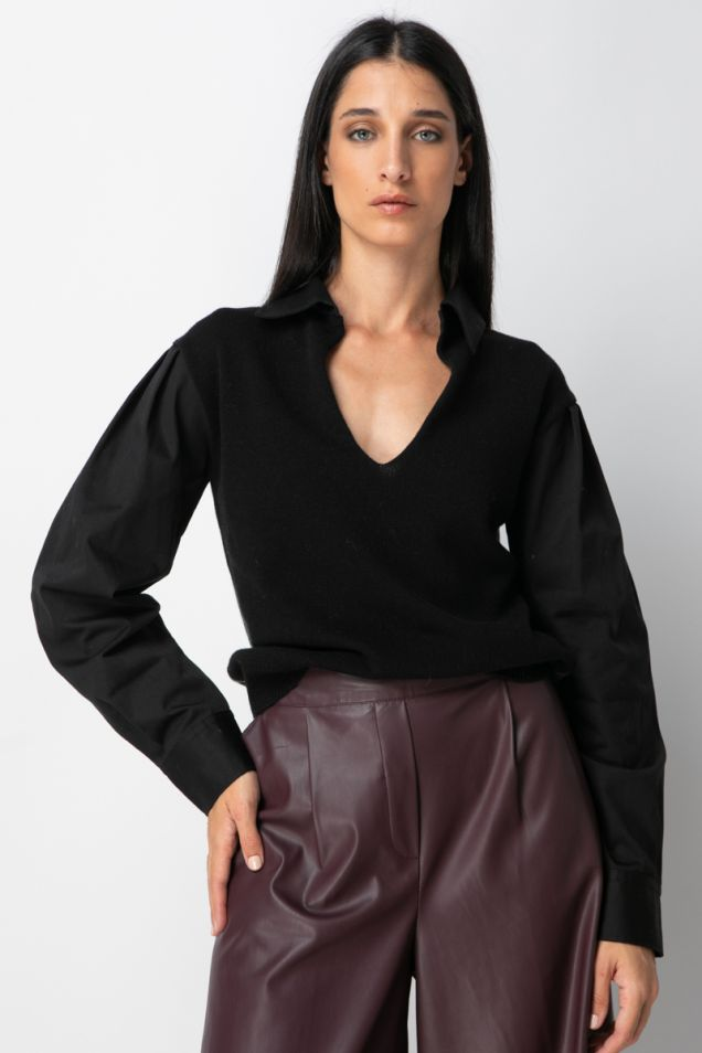 Knitted blouse with puffed sleeves