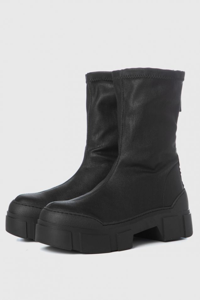 Ankle boots in black stretchy faux leather