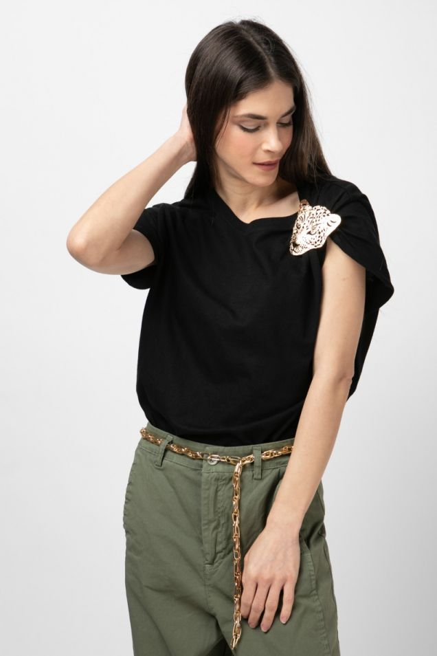 Black t-shirt embellished with golden accessory