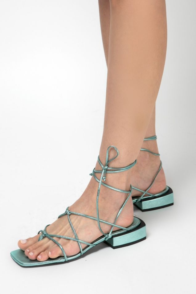Flat laminated nappa  sandals