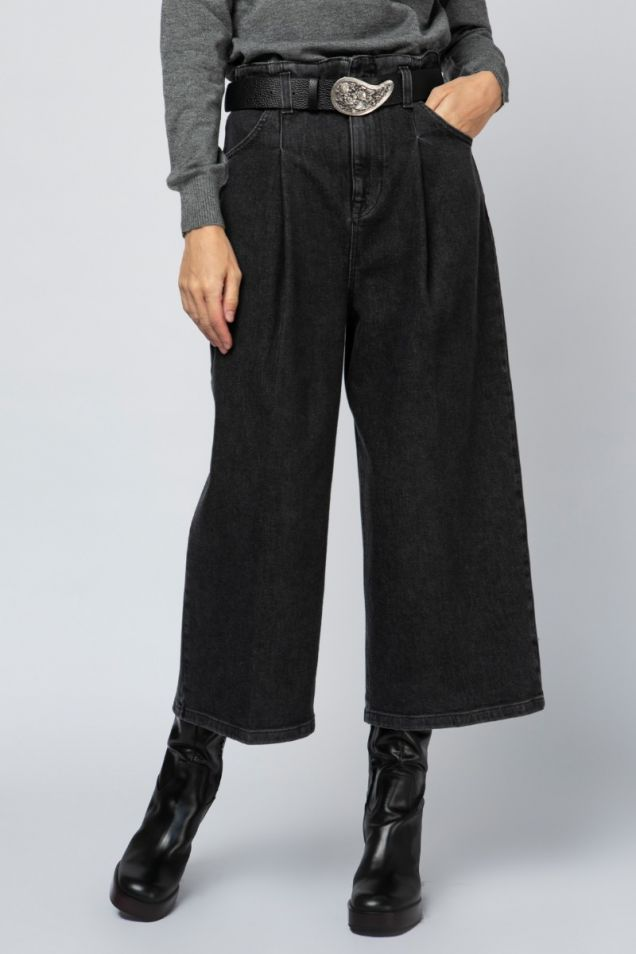 Cropped pleated black denim pants
