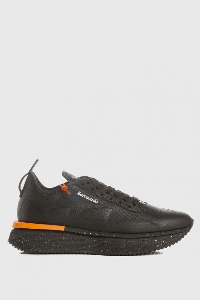 Sneakers in black and orange